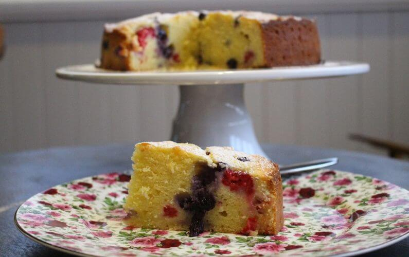 ricotta and berry dessert cake